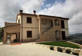 Casale in classe A2 ad Osimo (AN)